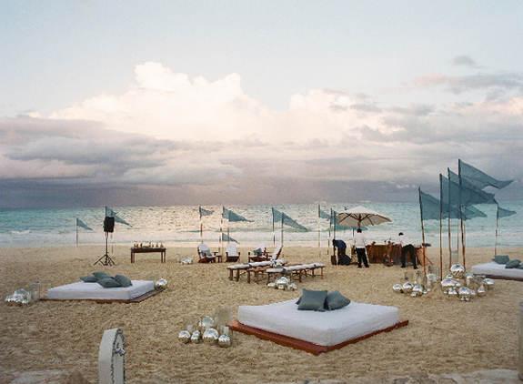 Informal beach wedding deoration